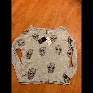 Chaser Heather gray sugar skull toss shirt